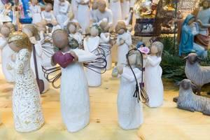 Weihnachtsfiguren in einem Geschäft