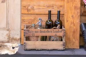 Wein aus deutschen Landen - Holzkiste mit Weinflaschen