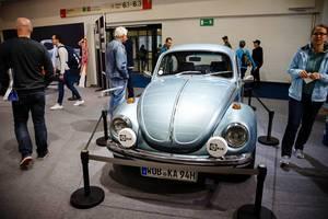 """Weltmeister 1972 Volkswagen Käfer (Beetle) auf der Ausstellung """"Die Wilden 70er"""" bei der IAA 2017"""