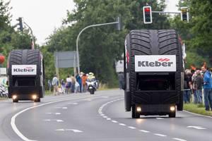 Werbekarawane: Kleber-Reifen