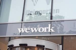 Wework Logo über dem Haupteingang Haus Friesenplatz in Köln