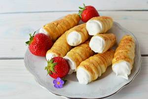 Whipped cream tube & strawberry