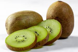 Whole and sliced sweet Italian kiwi