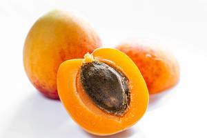 Whole apricot and halves on white background (Flip 2019)