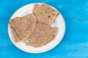 Whole wheat flour Pancakes on the plate (Flip 2020)