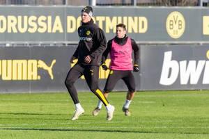 Wie ein Tänzer steht Erling Haaland auf Zehenspitzen beim BVB Training
