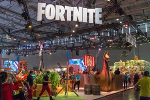 Wikinger Schiff am Messestand von Fortnite auf der Gamescom
