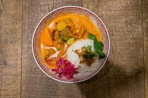 Wok & bowl meal Red Hot Chili Curry : Braised beef with sweet potatoes, carrots and jasmine rice