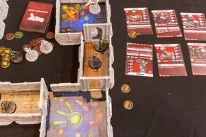 Wolfenstein als Brettspiel aufgebaut mit Spielfiguren und Karten Aufnahme von oben