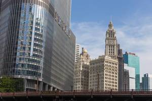 Wolkenkrätzer in Chicago: der Trump Tower und das Wrigley Building