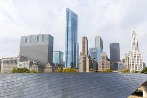 Wolkenkratzer in Chicago, Illinois: Sicht vom Millennium Park