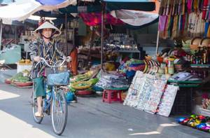 Women on bicycle in Vietnam  (Flip 2019)