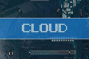 Wort Cloud vor einer elektronischen Leiterplatte als Hintergrund