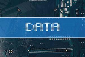 Wort Data vor einer elektronischen Leiterplatte als Hintergrund