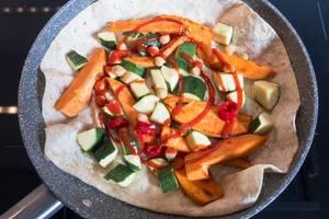 Wrap mit Zucchini und Süßkartoffeln
