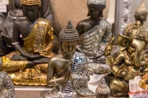 Wunderschöne Buddha-Figuren - IAW Köln 2018