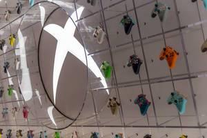 Xbox One Controller in unterschiedlichen Farben auf der Gamescom