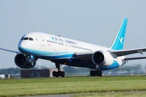 Xiamen-Air startet vom Amsterdam Flughafen auf der Startlinie