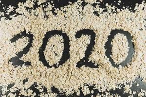 Year 2020 written on oats