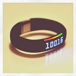Yes, the Nike FuelBand is a 5-digit device. :) #makeitcount #6kcounts #nike #sports #tennis #running #gadgets