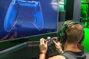 Young man testing all functions of  Xbox Elite Controller Series 2 at Gamescom
