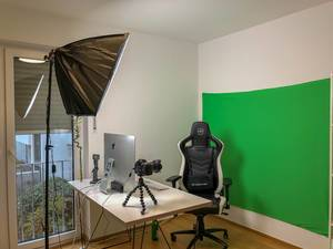 Youtube-Studio with Green Wall (Chroma Key)