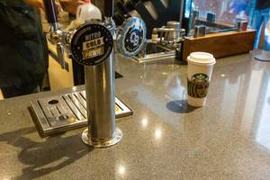 Zapfanlage für Nitro Cold Brew und Cold Brew Kaffee bei Starbucks in Chicago