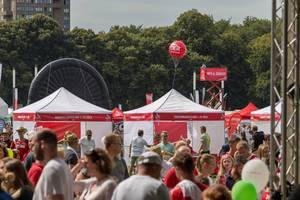 Zelte der verschiedenen Abteilungen von 1. FC Köln