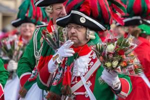 Zigarette und Blumen - Kölner Karneval 2018