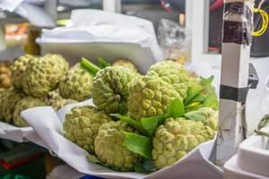 Zimtapfel - Exotische Früchte auf dem Ben Thnah Markt in Saigon