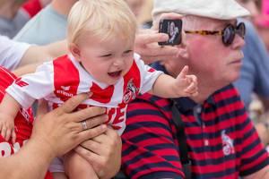 Zu jung um laufen zu können, aber alt genug um 1. FC Köln Fan zu sein