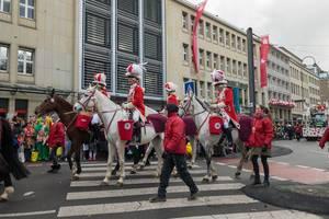 Zu Pferd beim Rosenmontagszug - Kölner Karneval 2018