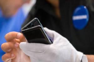 Zusammengeklapptes Handy: Vorstellung des faltbaren Samsung Galaxy Fold 5G vor dem Veröffentlichungstermin