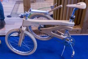 Zusammenklappbares Holzfahrrad coco-mat.bike aus umweltbewussten natürlichen Rohstoffen
